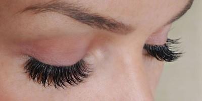 Ingin Eyelash Extensions Tahan Lama? Begini Cara Merawatnya!